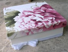 Caixa forrada com tecido estampado rosa