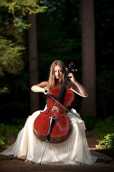 I love the complimentary colors of the cello and the forest. I also love how she is illuminated in comparison to the background Arte Cello, Violin Art, Cello Photography, Amazing Photography, Photography Poses, Music Love, Art Music, Cello Music, Violin Lessons