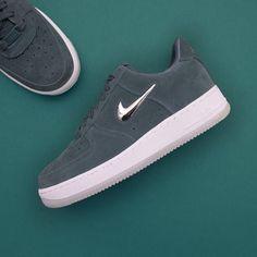 84aa6f37a18a4 Nike Wmns Air Force 1 07 Premium LX - AO3814-300 •• Den lilla