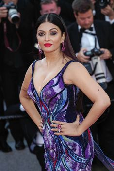 Aishwarya Rai at Cannes Film Festival 2018 Bollywood Actress Hot Photos, Indian Bollywood Actress, Bollywood Girls, Beautiful Bollywood Actress, Most Beautiful Indian Actress, Bollywood Fashion, Indian Actresses, Bollywood Stars, Beautiful Actresses