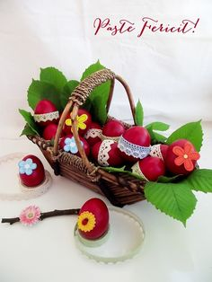 Paste Fericit Cocoa Tea, Easter Wishes, Egg Decorating, Happy Easter, Quilling, Easter Eggs, Bunny, Food And Drink, Basket