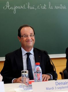 Le président français François Hollande assiste à la rentrée scolaire dans une école de Denain, dans le Nord de la France, le 3 septembre 2013 (photo: AFP / Denis Charlet)