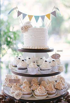 #WeddingCake - Chocolate & Vanilla Cupcake Tower ウェでイングケーキ アイデア