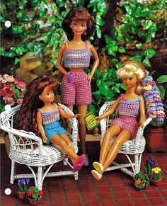 Your fashion dolls will be ready for summer vacation in these great crop tops and shorts. Instructions are for three sizes. Large fits 11 1/2