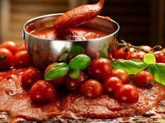 Domáci paradajkový pretlak   Recepty.sk Vegetables, Food, Essen, Vegetable Recipes, Meals, Yemek, Veggies, Eten