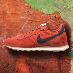 Nike Internationalist Leather: Red