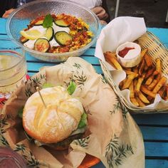 Food @ Makamaka beach burger cafe in Barcelona (Spain)