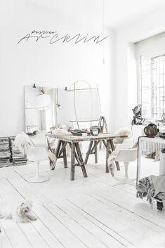 White bohemian Milan loft by Paulina Arcklin White Interior Design, Interior Exterior, Home Interior, Warehouse Living, Deco Boheme, Loft House, Loft Design, Living Room Remodel, Home And Deco