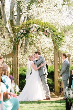 backyard wedding ceremony, photo by Emily March Photography http://ruffledblog.com/tuckahoe-plantation-wedding #ceremonies #altar