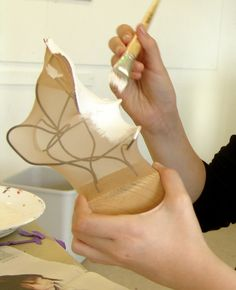 Best 12 Notice how many different project that can be made with Wire Hanger Crafts. Wire coat hanger crafts are perfect for classroom Plaster Sculpture, Cardboard Sculpture, Abstract Sculpture, Sculpture Art, Wire Hanger Crafts, Wire Crafts, Sculpture Lessons, Sculpture Projects, 3d Art Projects
