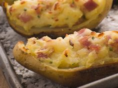 A Flavorful potato skins recipe, stuffed with ham and cheese. These are a great appetizer or side dish. Stuffed Potato Skins Recipe from Grandmothers Kitchen. Cheddar Potatoes, Creamed Potatoes, Twice Baked Potatoes, Stuffed Potatoes, Mashed Potatoes, Potatoe Skins Recipe, Potato Skins, Lion House Recipe, Super Bowl Finger Foods
