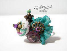 bague perles en tissus et breloque fleurs, vert, violet, blanc, liberty ; métal bronze et verre : Bague par mademoizele-chiffon