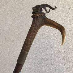 Antique bronze walking stick on deer antlers. Lots of - Catawiki Walking Sticks And Canes, Animal Heads, Deer Antlers, Folk Art, Bronze, Antiques, Deer Horns, Antiquities, Antique