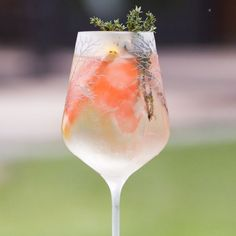 The Belvedere Spritz takes a minimalist approach to mixing: combine equal parts Belvedere Vodka and Lillet Blanc with fresh garnishes and refreshing toppers. The result is a thirst-quenching cocktail perfect for sipping during the warmer months.