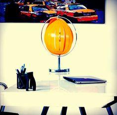 Envie d'apporter un peu de soleil dans un espace de votre maison ? Utilisez la lampe de table Beche avec son abat-jours design et atypique elle diffusera une lumière orangée et tamisée comme un coucher de soleil. Idéale par sa taille elle pourra se placer n'importe où et son éclairage est totalement réglable. Retrouvez cette lampe de table sur : http://ift.tt/1TExeSq Et pour plus de meuble design techneb.com #design #lumière #sun #chaleur #atypique #moderne #contemporain #baroque #lampe…