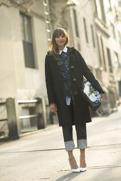 Rashida Jones in New York / Garance Doré. How adorable is this outfit. Loving the white shoes. Rashida Jones, The Sartorialist, Nyc, Fashion Blogger Style, Street Chic, Street Snap, What To Wear, Style Me, Fashion Beauty