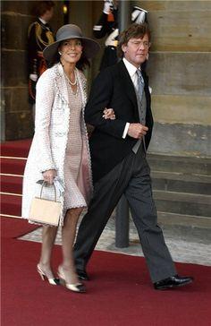 Princess Caroline and Prince Ernst August of Hanovre Grace Kelly, Monaco Princess, Princess Caroline Of Monaco, Princesa Alexandra, Charlize Theron Style, Ernst August, Monaco Royal Family, Advanced Style, Old Women