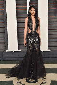 Naomi Campbell & Chanel Iman Bring the Style to Oscars 2016 Vanity Fair Party: Photo Naomi Campbell works the camera at the 2016 Vanity Fair Oscar Party held at the Wallis Annenberg Center for the Performing Arts on Sunday (February in Beverly… Chanel Iman, Graydon Carter, Glamour, Vanity Fair Oscar Party, Hollywood Fashion, Red Carpet Looks, Nice Dresses, Ball Dresses, Prom Dresses