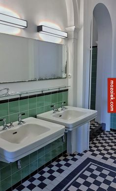 vintage Kasteel van Rechteren in Dalfsen has no public function, but we can take a look inside the bathroom! The plumbing is in vintage style and the Wc Retro, Retro Stil, 1930s Bathroom, Vintage Bathrooms, Bathroom Design Inspiration, Room Inspiration, Classic Interior, Modern Interior Design, Turquoise Laundry Rooms