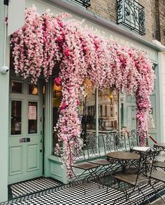 ------ offert pour voyager dans la bio ----- 📸Photo by ----- 🖋️Légende originale : The prettiest coffee shop we ever did see 😍🌸 tlpicks courtesy of ----- Beautiful Flowers, Beautiful Places, Beautiful Pictures, Flower Aesthetic, Cafe Restaurant, Oh The Places You'll Go, Coffee Shop, Architecture Design, Architecture Background