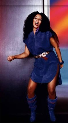 Donna Summer Looking so Native in Blue Suede with Matching Boots Soul Singers, Female Singers, 70s Fashion, Urban Fashion, Disco Fashion, Vintage Fashion, Dance Music, Dona Summer, Divas