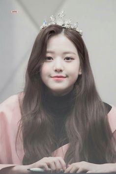 """공주 공주👑 """"© ditto ◈ do not edit"""" Cute Korean Girl, Asian Girl, Kpop Girl Groups, Kpop Girls, Jang Wooyoung, Young The Giant, Woo Young, Japanese Girl Group, Ulzzang Girl"""