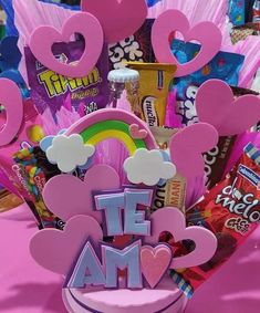 Valentines Day Baskets, Bright Art, Ideas Para Fiestas, Romantic Dinners, Candy Gifts, Gift Baskets, Diy And Crafts, Birthday Gifts, Best Gifts