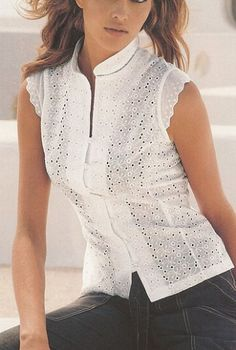 Risultati immagini per blusas simples cambraia Blouse Patterns, Blouse Designs, Shirt Bluse, Blouse And Skirt, Sleeveless Blouse, Beautiful Blouses, Mode Style, Fashion Outfits, Womens Fashion