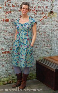 Behind the Hedgerow's Simplicity 1800. Love the pockets. Maybe a mod for the Washi Dress?