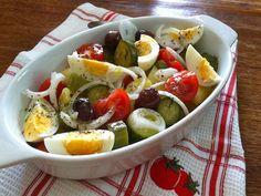 Μια σαλάτα , ένα γεύμα (με βραστά και φρέσκα λαχανικά )! Salad Bar, Cobb Salad, Greek Recipes, Sauces, Food, Essen, Greek Food Recipes, Meals, Gravy