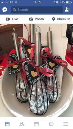 Christmas Crafts For Gifts, Homemade Christmas Gifts, Christmas Projects, Homemade Gifts, Christmas Holidays, Christmas Decorations, Christmas Ideas, Diy Christmas Gifts For Coworkers, Diy Christmas Baskets