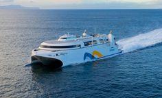 Um novo catamarã agora liga Buenos Aires e Montevidéu em só duas horas pelo Rio da Prata.