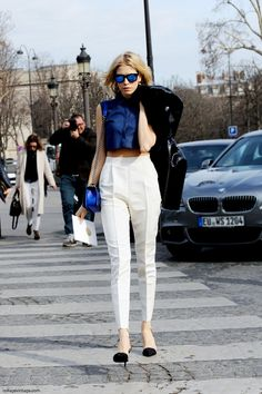 Cropped top and reflective sunnies, this girl knows her trends! #fashion #paris