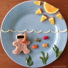Bento gingerbread man on vacation. Cute Snacks, Fun Snacks For Kids, Cute Food, Good Food, Funny Food, Toddler Meals, Kids Meals, Baby Food Recipes, Snack Recipes