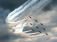 Diamond Bend, RAF Red Arrows by Angel tarantella Cieśniarska