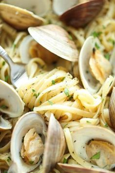 """Linguine with White Clam Sauce Linguine with White Clam Sauce is one of Anne Burrell's favorite """"happy foods."""" Get this simple recipe from Secrets of a Restaurant Chef on Food Network. - Linguine with White Clam Sauce Recipe Clam Recipes, Chowder Recipes, Fish Recipes, Dinner Recipes, Healthy Recipes, Ww Recipes, Asian Recipes, Dinner Ideas, Gastronomia"""