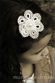 Mummy's dress: Lace hair clip....