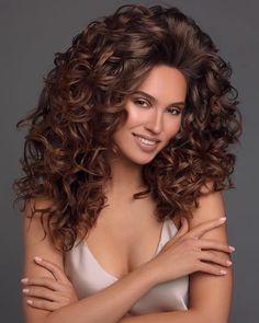 Brunette Beauty, Brunette Hair, Hair Beauty, Beautiful Haircuts, Beautiful Long Hair, Teased Hair, Corte Y Color, Hair Brained, Very Long Hair