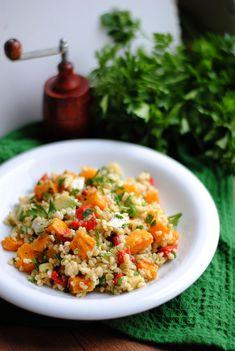 Sałatka z pieczoną dynią i kaszą bulgur Fried Rice, Fries, Salads, Ethnic Recipes, Food, Bulgur, Hokkaido Dog, Meal, Essen