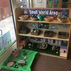 Tuff tray for small world Preschool Classroom Layout, Reggio Classroom, Preschool Rooms, Nursery Activities, Classroom Organisation, Preschool Literacy, New Classroom, Classroom Setting, Classroom Setup