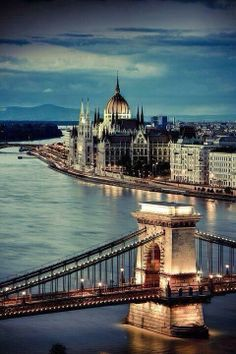 The Chain Bridge and Parliament Building on the Danube River, Budapest, Hungary.