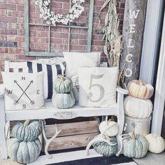 Pumpkin arrangement. Porch design. Entrance inspirarion.