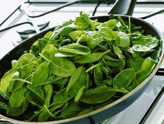 Spiedini di tofu al limone con spinacini, avocado e ceci (ricetta vegana)...
