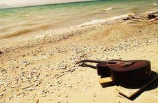 Gitar on the beach