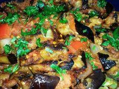 מתכון סלט חצילים אפויים משגע, סלט חצילים אפויים עם בצל, עגבניות, גמבה, שום ופלפל חריף - משתלב נהדר עם מגוון רחב של מאכלים