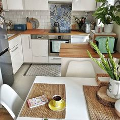 Ideas for decorating small apartments Small Apartment Design, Small Space Design, Small Apartment Decorating, Small Apartments, Small Spaces, Apartment Ideas, Room Color Design, Home Comforts, Small Living Rooms