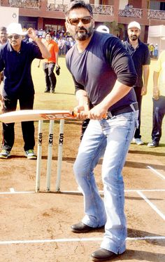 Suniel Shetty promoting a private #Cricket league. #Bollywood #Fashion #Style #Handsome