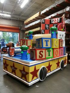 Toy Story Float , not a store or window display but I needed to pin for the wonderful display of workmanship, 2013 winner. Disney Homecoming, Homecoming Floats, Homecoming Parade, Christmas Float Ideas, Christmas Parade Floats, Christmas Toys, Christmas Activities, Christmas Holidays, Office Christmas Decorations