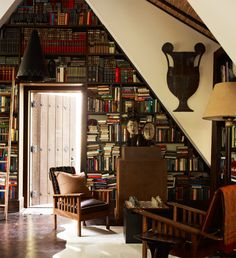 Take brilliant interior/portrait photographer Eric Piasecki , some fabulous interiors by client... Library Wall, Future Library, Library Bookshelves, Bookcases, Garage Apartments, Book Nooks, Book Aesthetic, Library Inspiration, Reading Room
