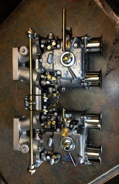 OK you detail oriented model builders.This is about as good a refrence photo for Weber carb linkage as you'll ever see.Now all you have to do is duplicate it! Mechanical Art, Mechanical Engineering, Motor Engine, Car Engine, Alfa Romeo, Bobber, Performance Engines, Harley Davidson, Race Engines